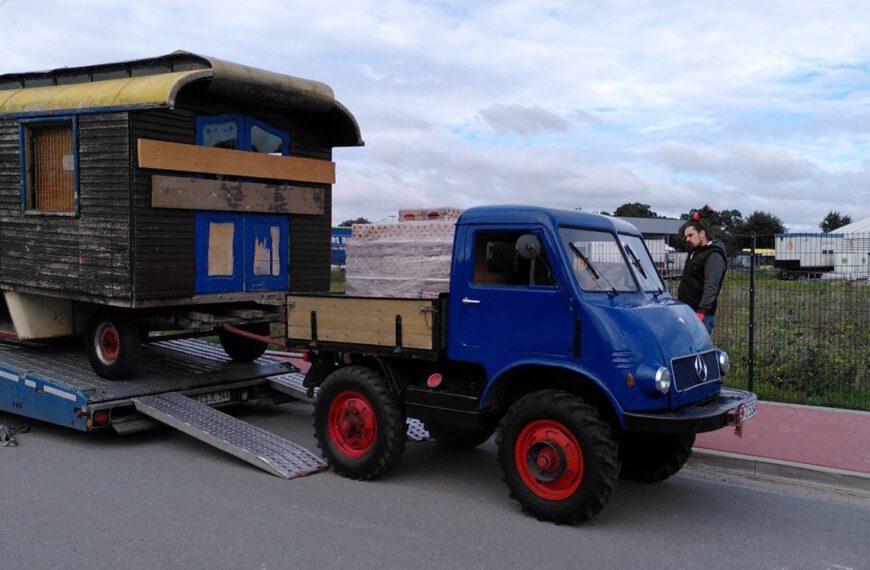 Transport des Zirkuswagens